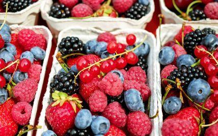 В Україні продають першу полуницю за рекордними цінами: скільки коштує і коли подешевшають ягоди