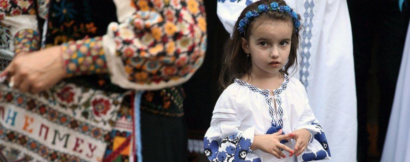 Українці святкують День вишиванки: цікаві факти про етнічний одяг