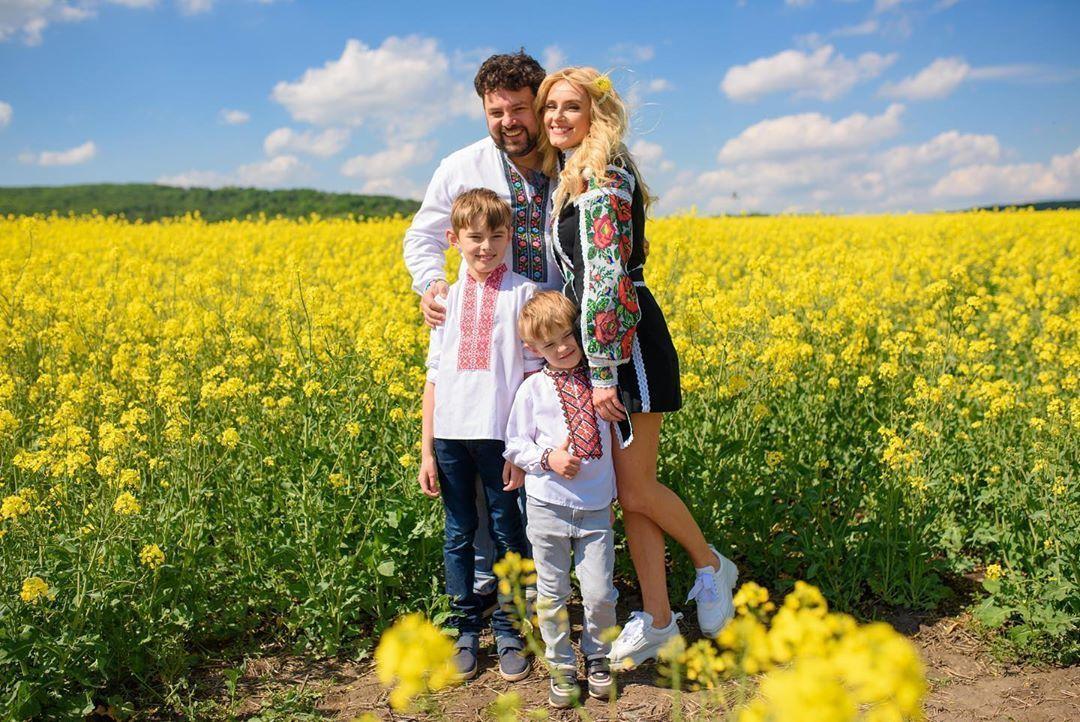 Ірина Федишин з чоловіком та дітьми_3