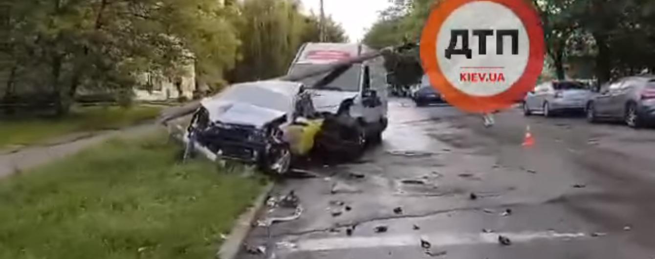 В Сети появилось видео невероятного ДТП в Киеве с участием четырех авто