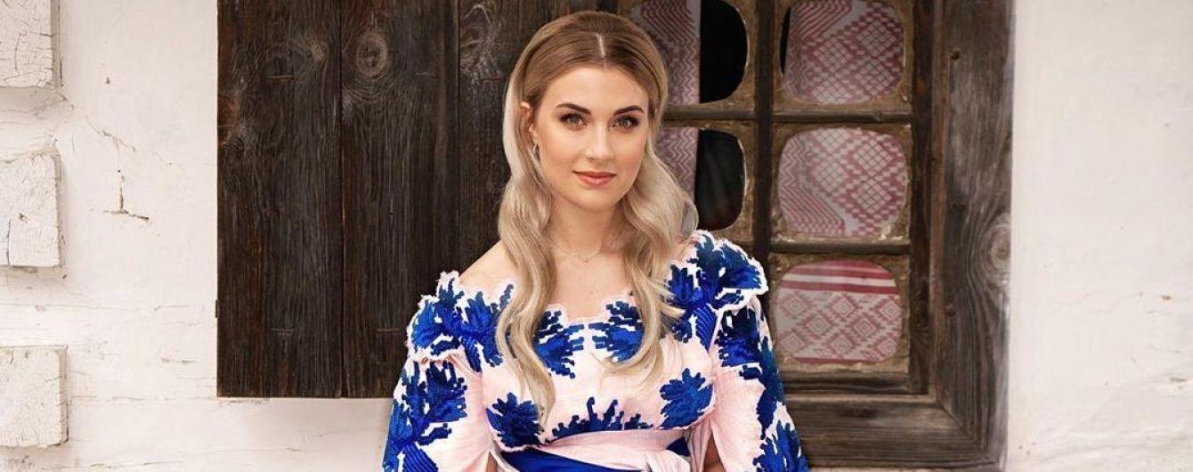 Розкішна Ольга Харлан в українському стилі привітала із Днем вишиванки