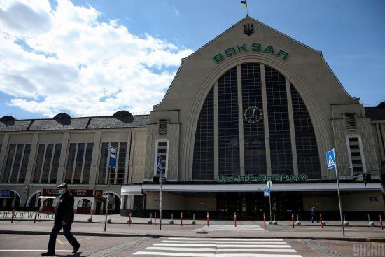 До 120 за хвилину: відвідувачам залізничного вокзалу Києва будуть безконтактно вимірювати температуру
