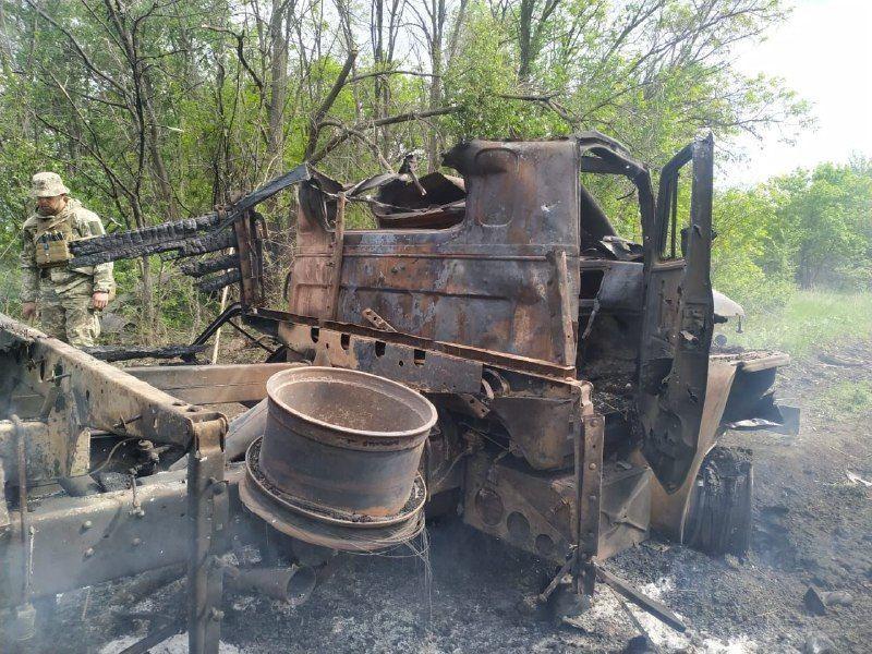 Вантажівка, в якій загинув військовий_3