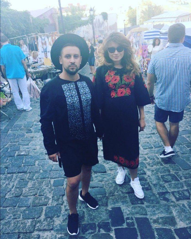 МONATIK з дружиною