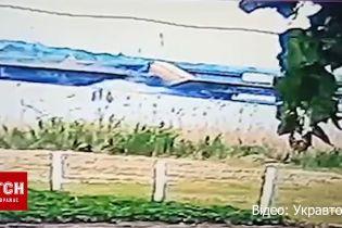 Укравтодор обнародовал видео момента обрушения моста с фурой
