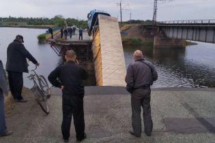 Укравтодор обнародовал видео момента обрушения моста с грузовиком возле Никополя