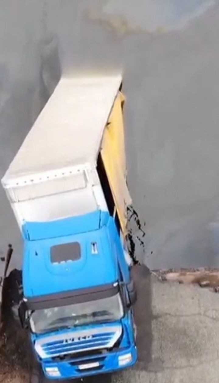 Обвал моста возле Никополя: чтобы извлечь грузовик углубят дно вокруг переправы