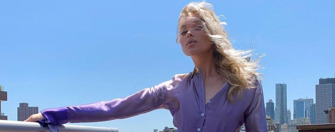 У лавандовому аутфіті: Ельза Госк ефектно позувала на даху