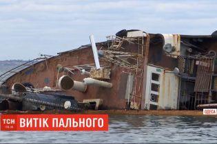 """Зтанкера """"Делфі"""", що затонув поблизу Одеси, стався витік пального"""