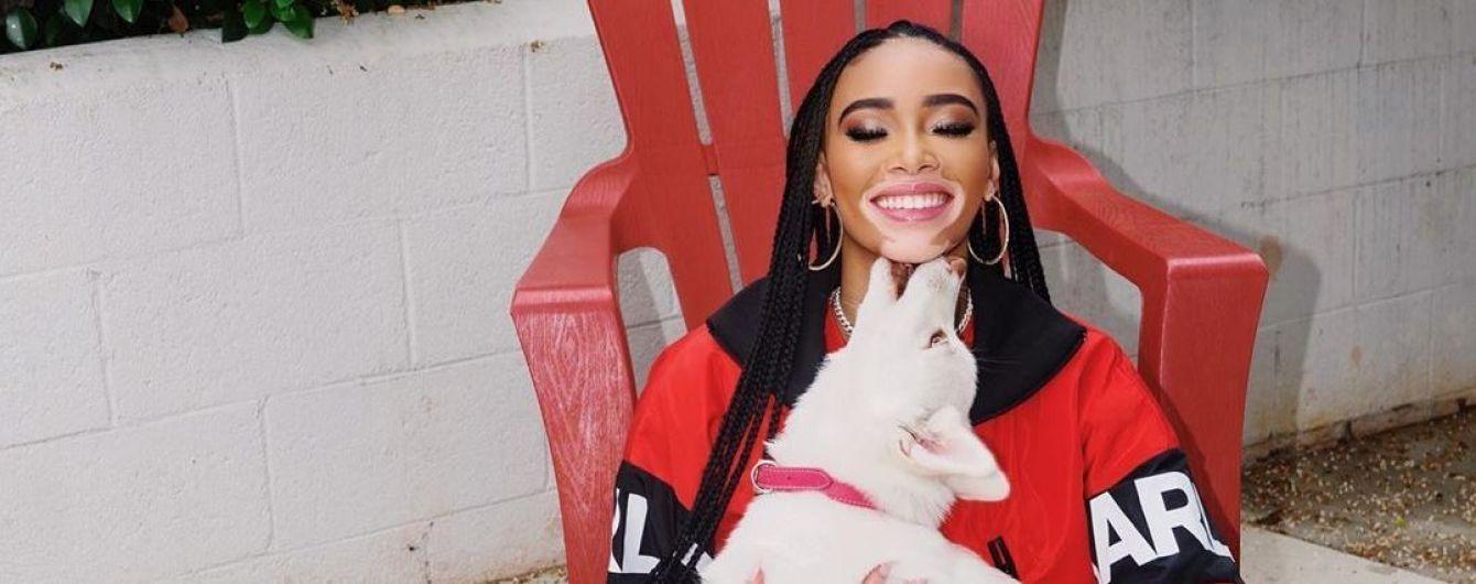 В спортивном костюме и со щенком: Винни Харлоу умилила фото с домашним любимцем