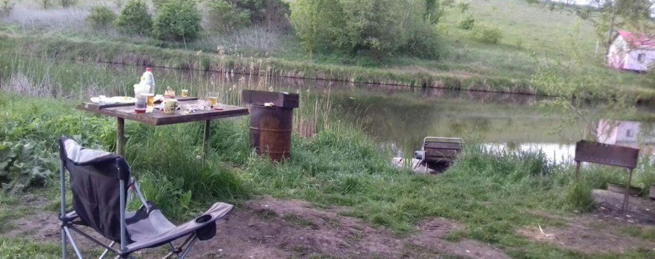 З'явилися фото з місця розстрілу відпочивальників з Києва на ставку під Попільнею