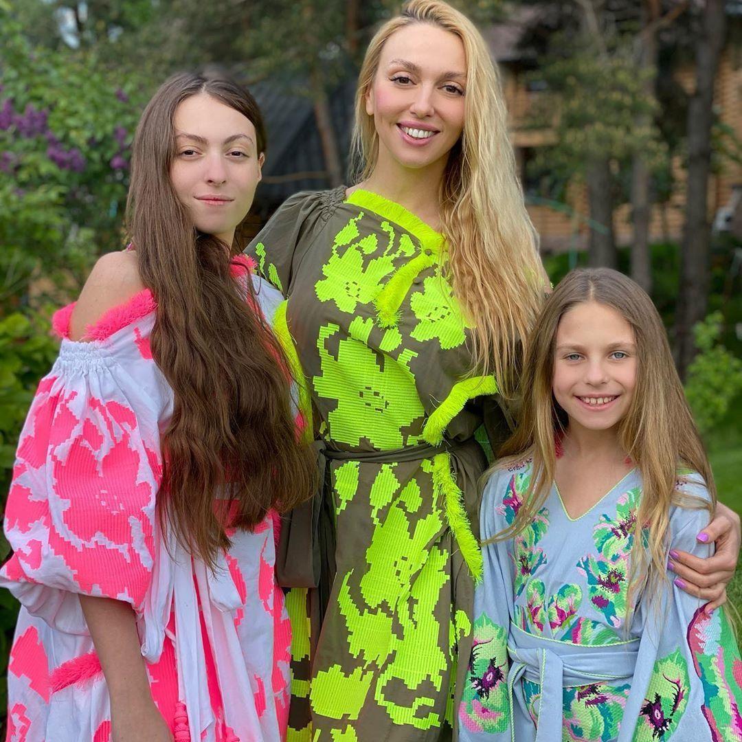 Оля Полякова з дочками_1
