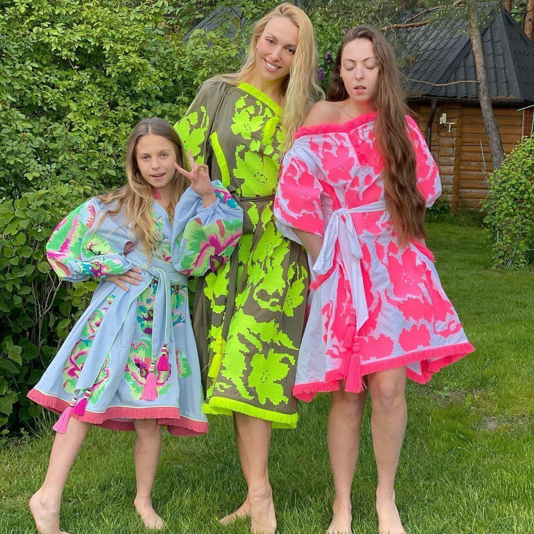 Оля Полякова з дочками_2