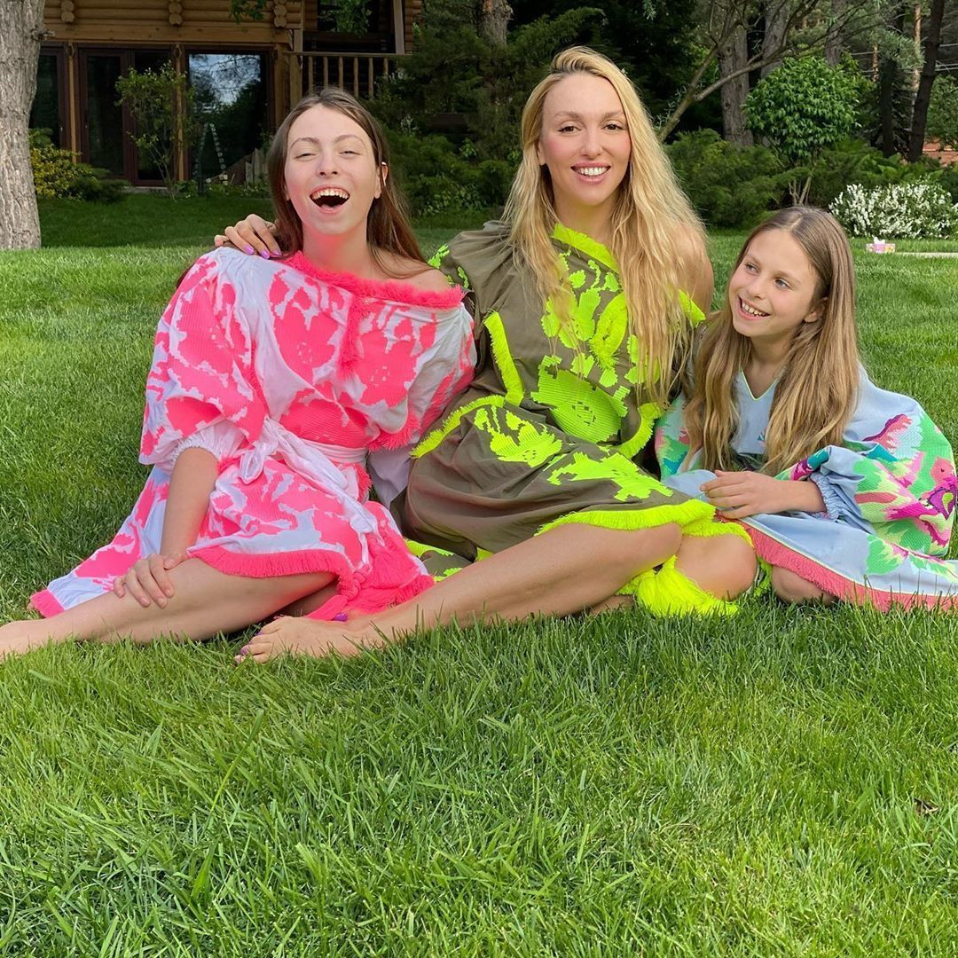 Оля Полякова з дочками_3