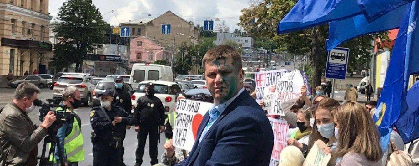 У Харкові проросійського ексдепутата міськради облили зеленкою