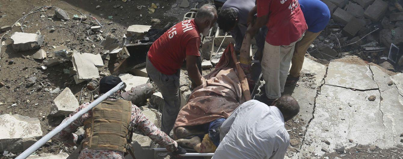 В авиакатастрофе в Пакистане выжил по крайней мере один пассажир - СМИ