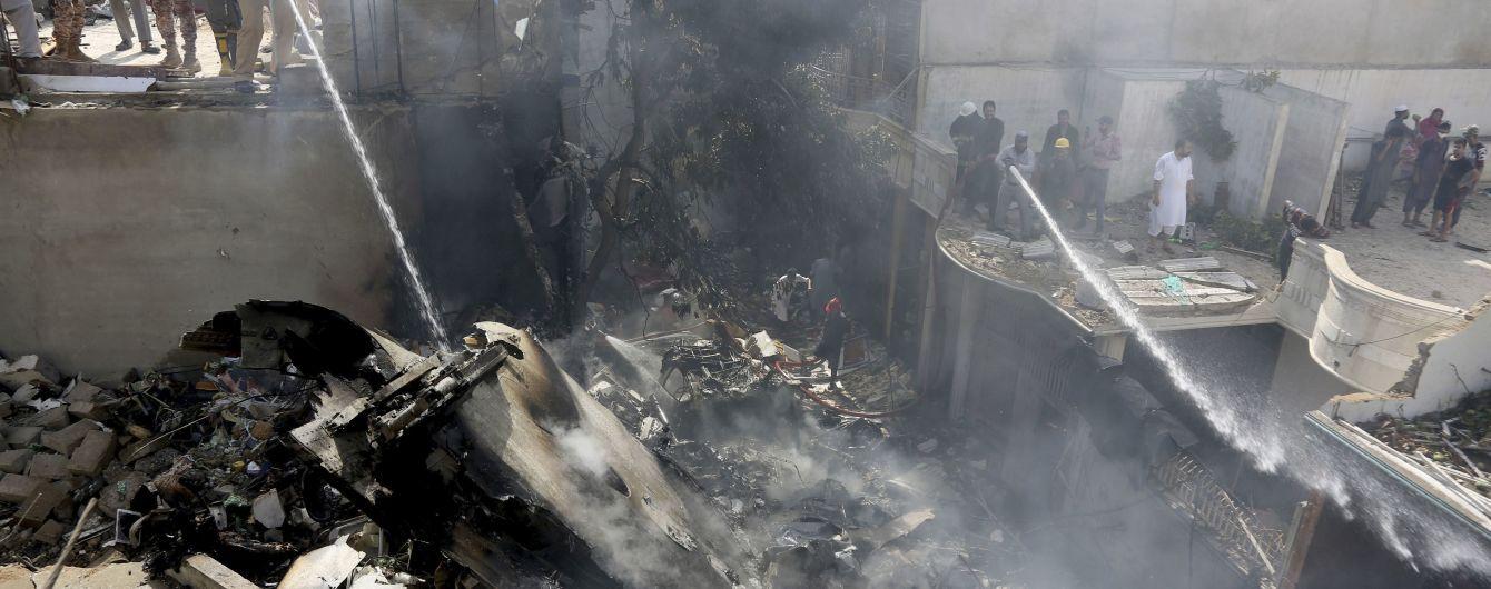У Пакистані розбився пасажирський літак Airbus A320: на борту було близько сотні людей