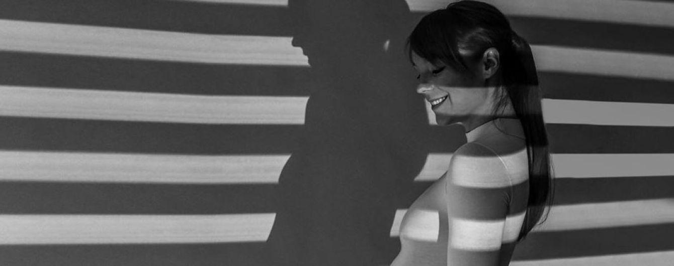 Светится от счастья: беременная Светлана Тарабарова позировала в одном белом боди
