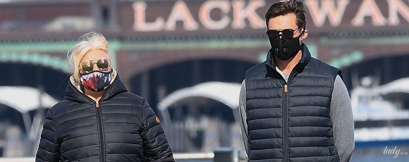 Выбрались на прогулку: Хью Джекман с женой попали в объективы папарацци