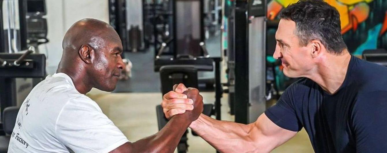"""""""Вік - це просто число"""": Кличко показав фото з легендою боксу, який повертається на ринг"""