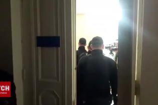 Подозреваемогопо делу о расстрелабывших АТОшниковзавели в зал суда