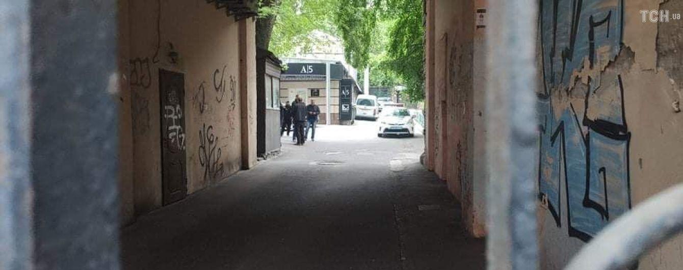 Полиция огородила территорию вокруг офиса застреленного нардепа Давыденко - фото и видео с места инцидента