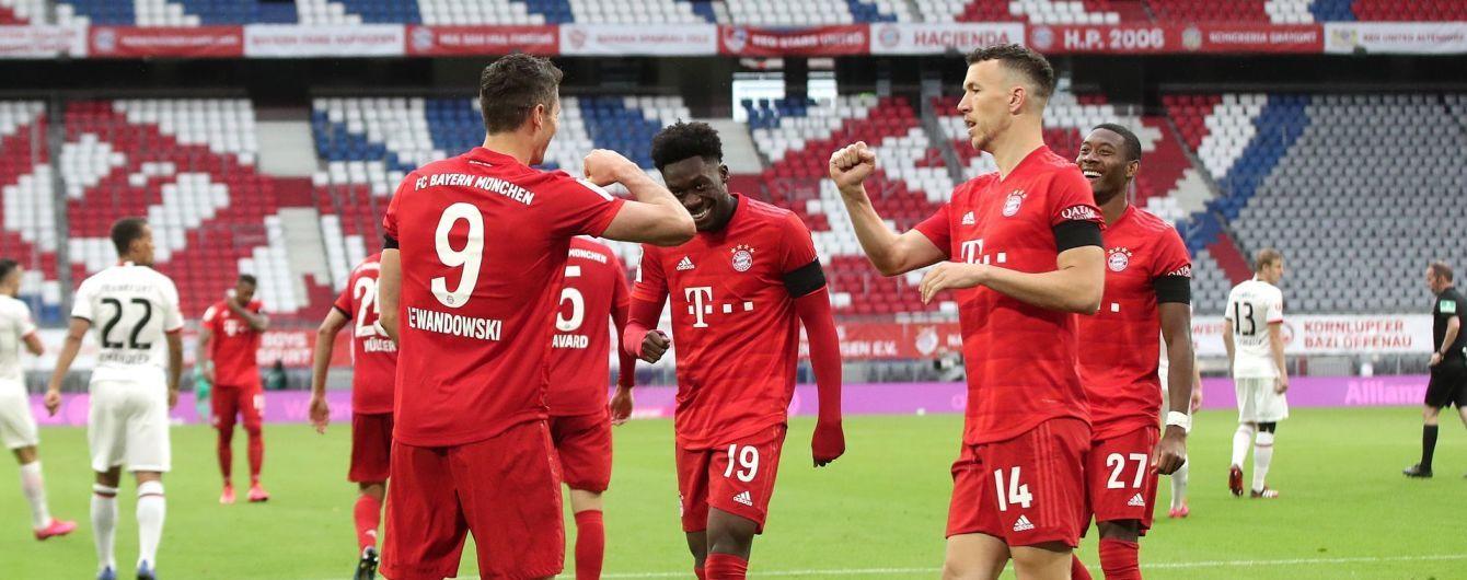 """Семь голов на двоих: """"Бавария"""" в ярком стиле смяла соперника в Бундеслиге"""