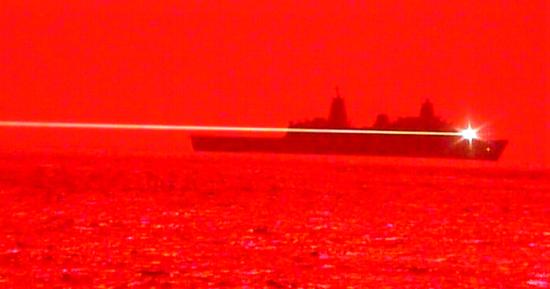 США вперше випробували бойовий лазер: відео зі знищенням дрона опублікували в Мережі