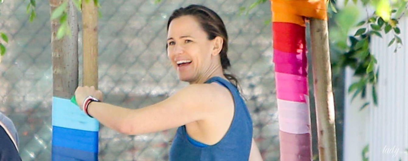 В спортивках і майці: Дженніфер Гарнер в об'єктивах папараці
