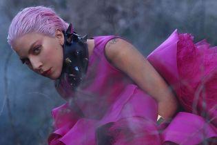 Зухвала Леді Гага у шкіряному топі посвітила грудьми