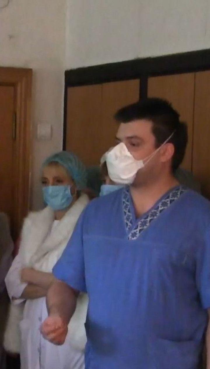 Бунт врачей: медики столичной клинической больницы №9 устроили акцию протеста из-за выплат