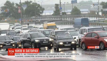 Почему общественный транспорт поехал, а пробки не исчезли - версии водителей