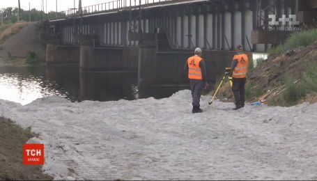 Біля зруйнованого мосту через Каховське водосховище почнуть встановлювати понтонну переправу