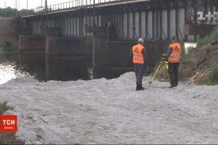 У разрушенного моста через Каховское водохранилище начнут устанавливать понтонную переправу