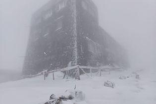 У Карпатах намело снігу майже на пів метра