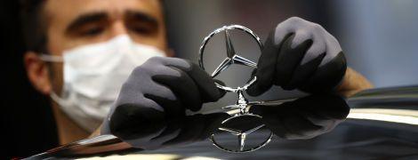 Mercedes показал первое фото нового седана S-Class