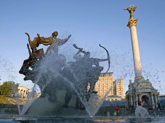 Онлайн-марафон, театр з балкона і увімкнені фонтани: як у неділю в Києві святкуватимуть День міста