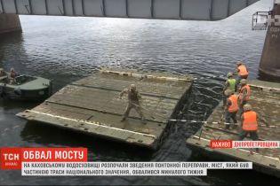 На Каховському водосховищі розпочали зведення понтонної переправи