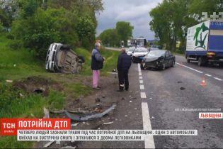 """На трассе """"Львов-Тернополь"""" столкнулись три легковушки, есть травмированные"""
