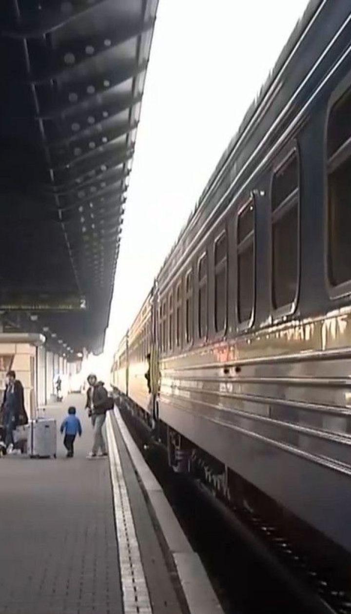 """""""Укрзалізниця"""" почала продаж квитків на перші після карантину потяги"""