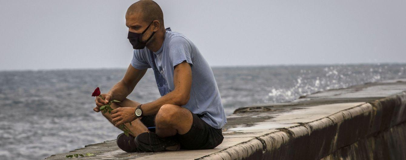На Кубе бушуют шторм и торнадо: десятки домов повреждены