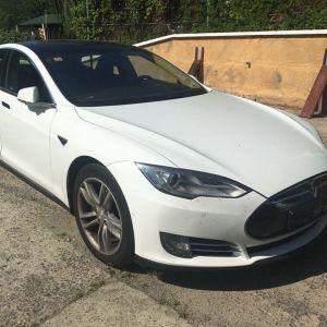 Суд конфіскував в українця електромобіль Tesla через приховування реальної вартості
