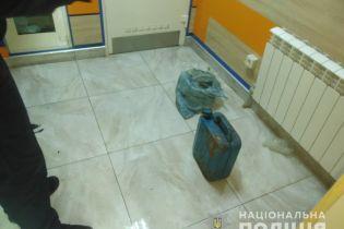 Чоловік облився бензином у ломбарді Харкова через неробочий телефон