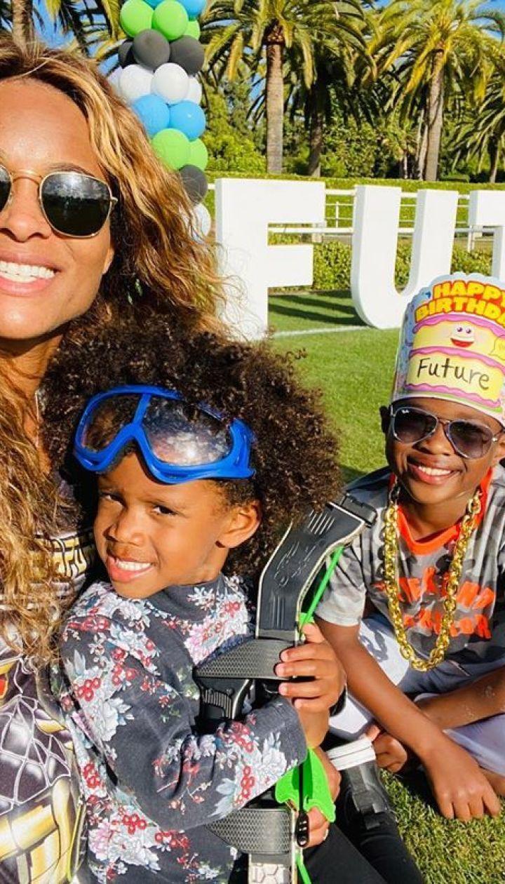 Сиара и ее муж Рассел Уилсон с детьми