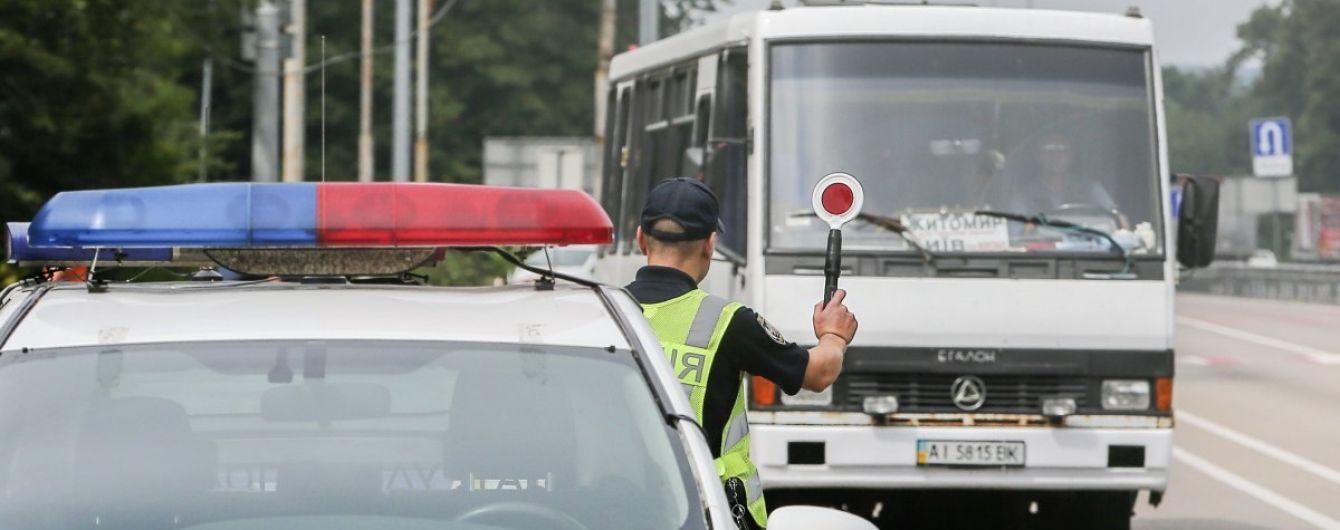 Повинен мати ще один поліс: водіїв фур та автобусів попередили про певний штраф