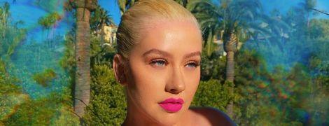 С яркими губами и пышной грудью: Кристина Агилера поделилась пикантным фото