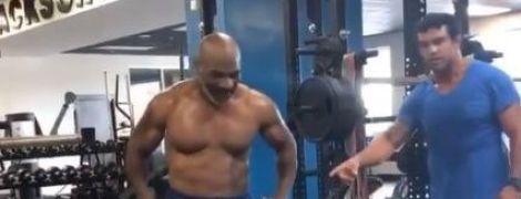 53-летний Майк Тайсон показал подкачанный торс на тренировке с экс-чемпионом UFC