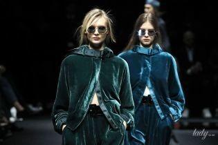 Мінісукні, шовк і оксамит в колекції Emporio Armani сезону осінь-зима 2020-2021