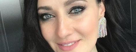 С вечерним макияжем и в пене: сексуальная Соломия Витвицкая позировала в ванне роскошного спа-отеля