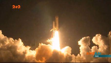 Американська компанія SpaceX запустить у космос ракету із двома астронавтами на борту